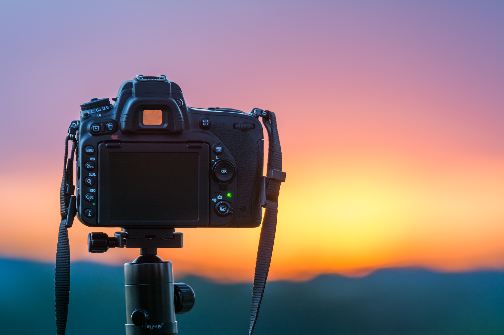 Im Vorfeld das richtige Dateiformat wählen: Kamera auf Stativ