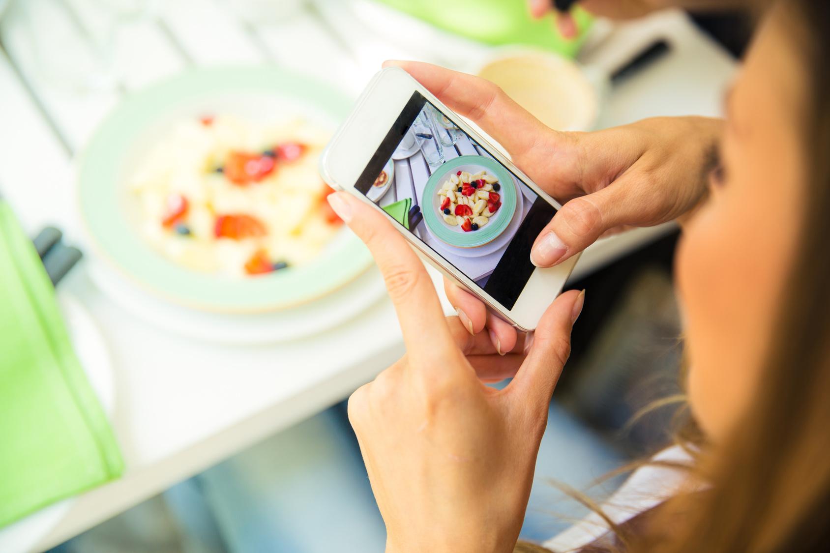 Gericht wird mit Smartphone fotofrafiert