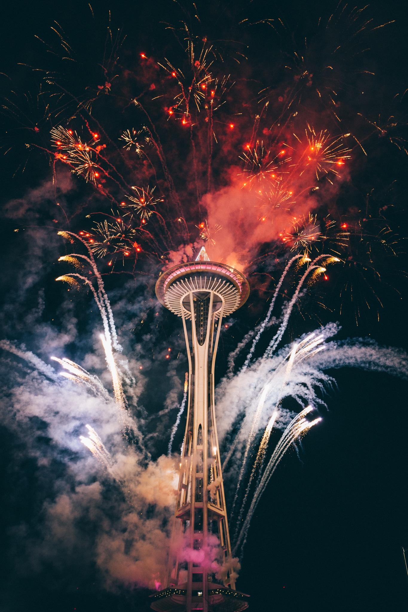 Feuerwerk aus Turm heraus